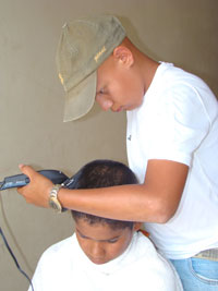 pablo-moises-cutting-hair