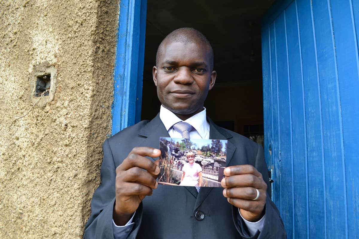 schools-in-kenya-evans-with-sponsors-photo